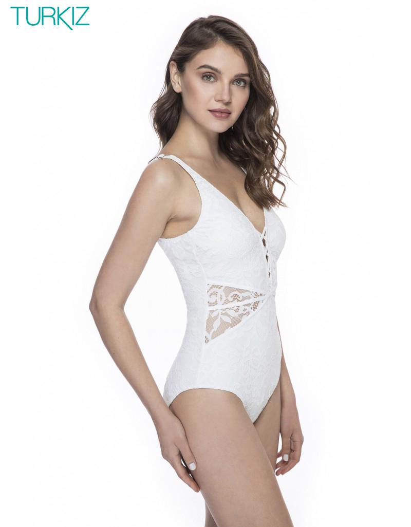 GOTTEX: בגד ים שלם, כתפיות רחבות, חזיה מרופדת קלות ומחטב בטן פנימי