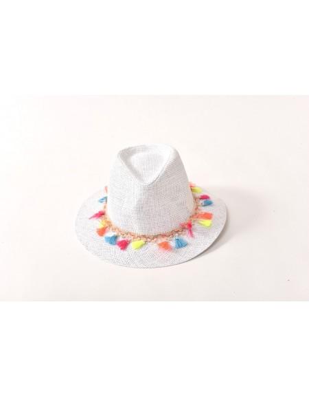 כובע קש נוצות